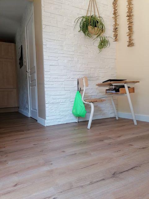 Revêtement stratifié SENSATION chêne rive, dans une maison TRELAZE
